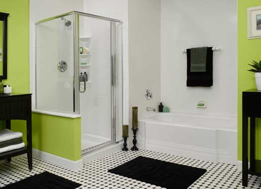 ванная с душем в зеленых тонах