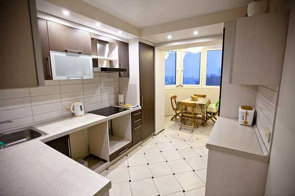 варианты дизайна кухни с балконом