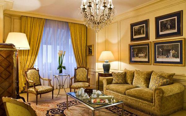 классическая гостиная в золотых тонах