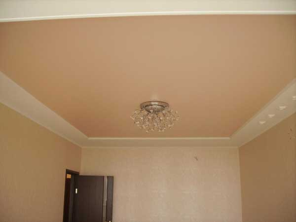 Выбор дизайна потолков в спальне, покраска