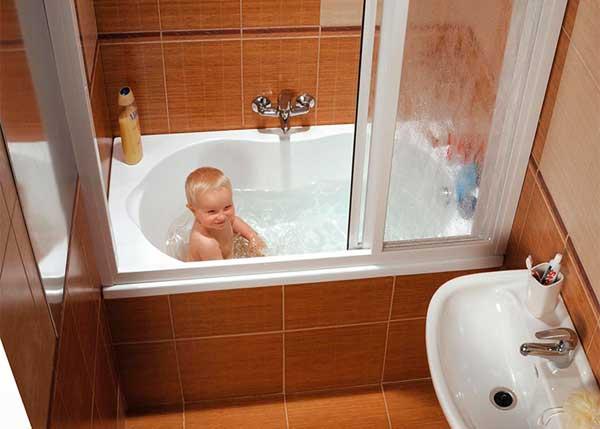 Удобные стеклянные шторы для ванной