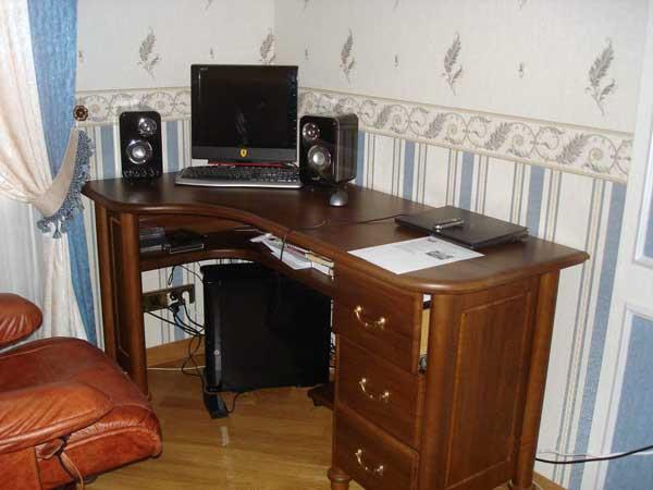 Угловые столы для офиса из дерева