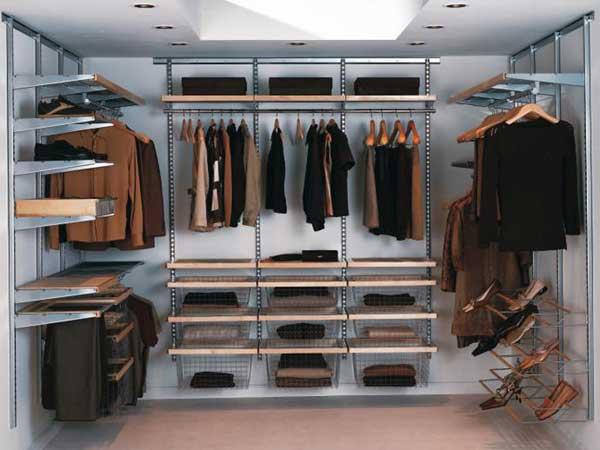 Небольшая гардеробная комната
