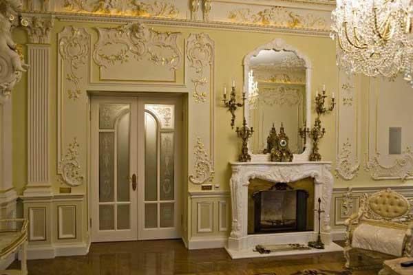 Лепнина в дизайне комнаты