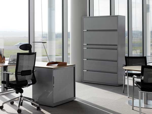 Металлические шкафы в офисе