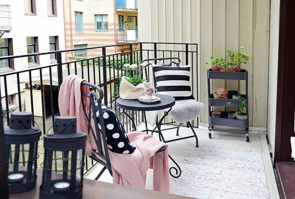 Обновляем интерьер балкона дешево и сердито