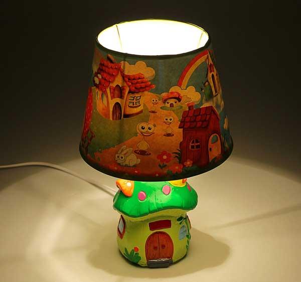 Настольный светильник для детской