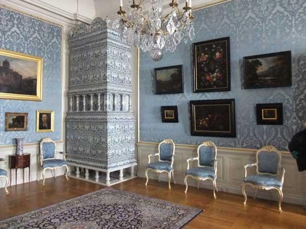 Комната в дворцовом стиле