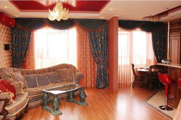 Французские шторы в интерьере гостиной
