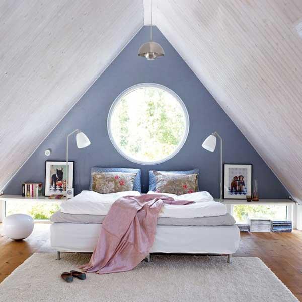 Симметричная спальня в мансарде