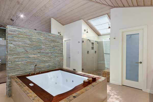 Интерьер ванной с джакузи