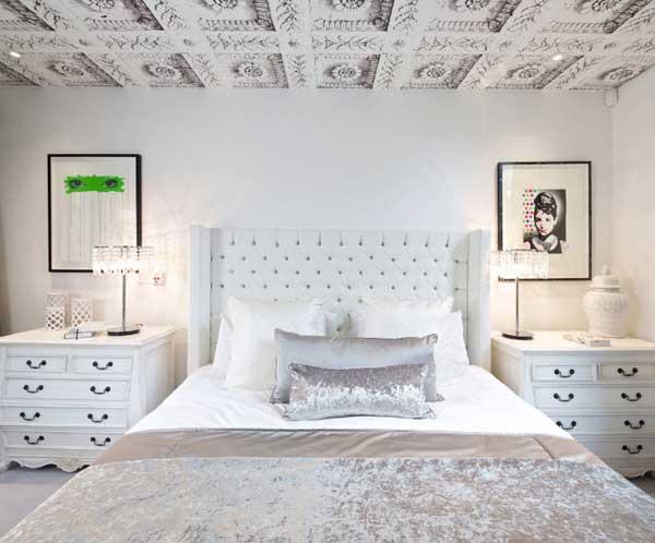Потолок в спальне современного стиля