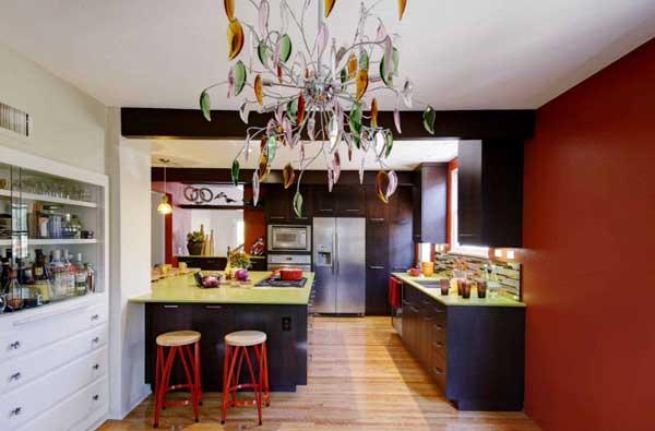 Необычная люстра для кухонного помещения