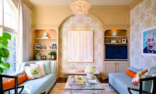 Яркие цвета в электичном дизайне гостиной