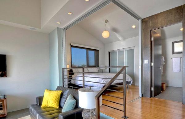 Зонирование однокомнатной квартиры с помощью подиума