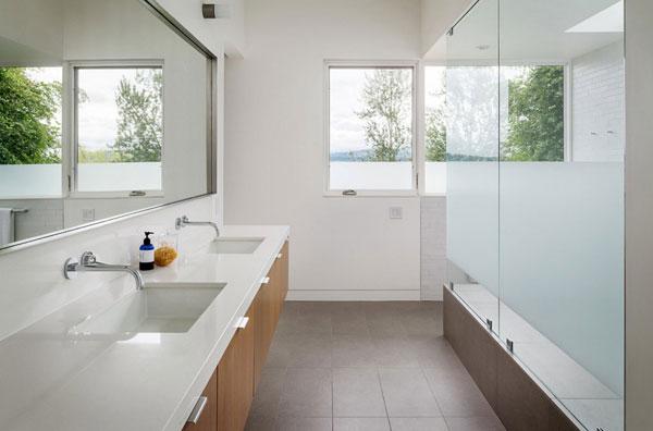 Зеркала в современной ванной