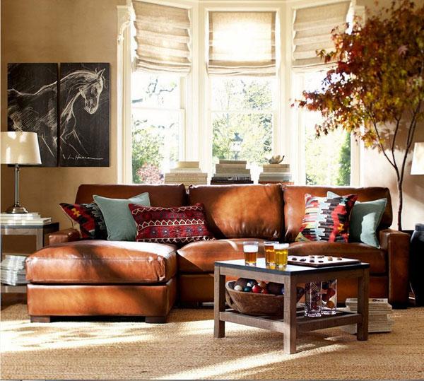 Современное помещение с кожаным диваном
