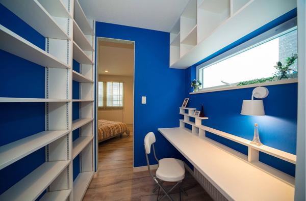 Уютный кабинет в отдельном помещении