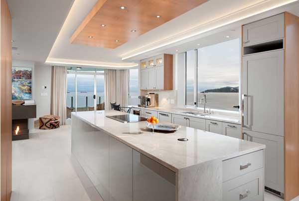 Кухня в светлых тонах от Икеа