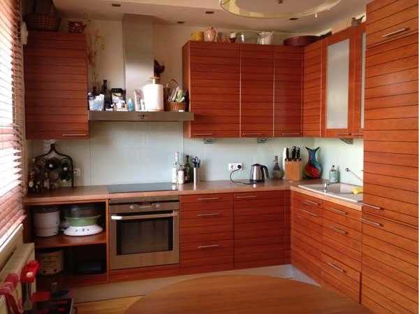Угловой гарнитур в кухне 9 кв. м